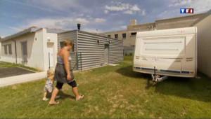 33 familles de gens du voyage, installées depuis plusieurs dizaines d'années, s'apprêtent à quitter leurs caravanes pour des maisons en