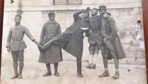 Dans une lettre ouverte, le chanteur Black M a regretté vendredi l'annulation de son concert à Verdun brandissant une photo de son grand-père, tirailleur sénégalais.