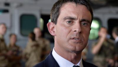 Le Premier ministre Manuel Valls le 22 novembre 2014 au camp militaire Kossei de N'Djamena