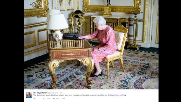 Elizabeth II envoie son deuxième tweet personnel le 21 juin 2016.