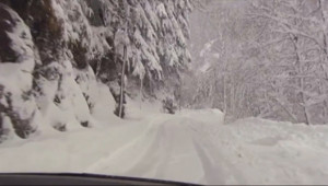 Le 13 heures du 2 février 2015 : Neige dans les Pyrénées : le village d%u2019Aulon coupé du monde - 103.437