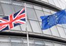 Le drapeau du Royaume-Uni et de l'Union européenne devant l'hôtel de ville de Londres