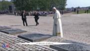 JMJ : le pape François se recueille en silence au camp d'Auschwitz-Birkenau