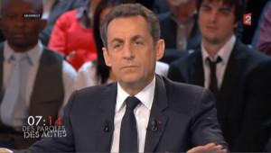 """Sarkozy oppose """"le mépris le plus cinglant""""aux accusations de Joly"""