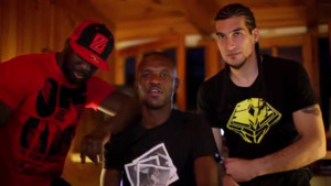 Le rappeur Sefyu avec les footballeurs du Bara Abidal et Pinto en studio pour enregistrer.