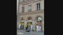 Greenpeace bloque le ministère des Finances (01/07)
