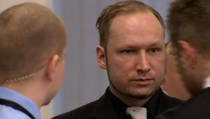 Anders Behring Breivik, jugé pour le massacre de 77 personnes l'an dernier en Norvège, a repris ses explications vendredi, journée au cours de laquelle il devait aborder la tuerie d'Utoeya