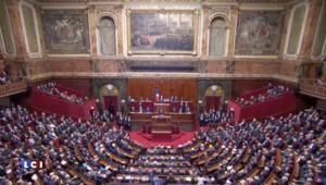 Attentats du 13 novembre : Hollande pioche à droite pour renforcer la sécurité