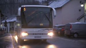 Le 13 heures du 2 février 2015 : Transports bloqués, routes enneigées%u2026 la rentrée des classes a été compliquée dans les Pyrénées - 208.487
