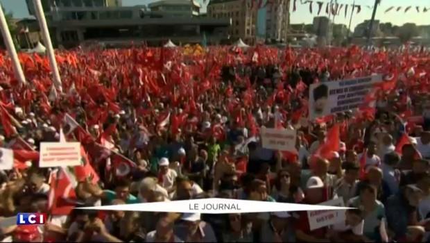 Turquie : marée rouge place Taksim pour la démocratie et la république