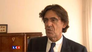 """Absent des cours : """"il n'y a rien d'illégal"""" estime Luc Ferry"""