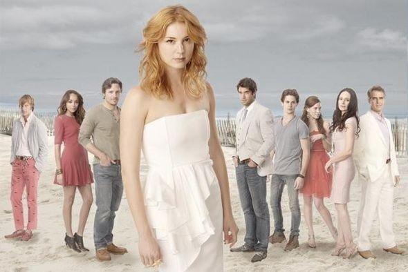 Revenge Saison 1 - Promo. Série américaine créée par Mike Kelley en 2011. Avec : Emily VanCamp, Ashley Madekwe, Gabriel Mann et Connor Paolo.
