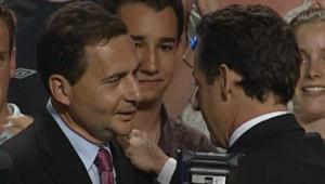 TF1-LCI : Eric Besson et Nicolas Sarkozy, le 23 avril 2007 au lendemain du 1er tour, lors d'un meeting à Dijon