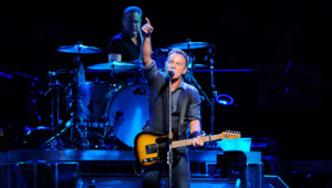 Bruce Springsteen sur la scène du Palais Omnisports de Paris-Bercy le 4 juillet 2012