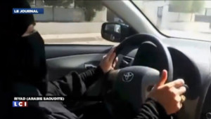 Des Saoudiennes ont pris le volant samedi 26 octobre 2013 pour manifester contre l'interdiction de conduire en Arabie saoudite.