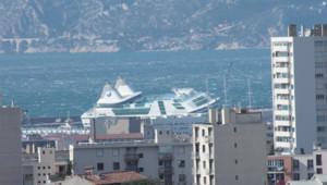 Ferry victime de vents violents dans le port de Marseille (28 octobre 2012)