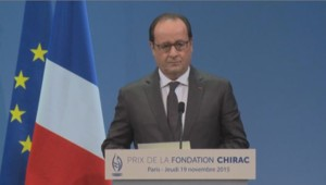 Le président de la République François Hollande lors de son discours pour le prix de la Fondation Chirac au musée du Quai Branly à Paris le 19 novembre 2015.