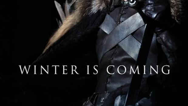 Le Trône de fer Saison 1 (Game of Thrones). Série créée en 2010. Avec : Mark Addy, Alfie Allen, Sean Bean et Emilia Clarke