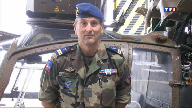 """Le gouvernement français va rendre mardi après-midi aux Invalides un hommage national au lieutenant Damien Boiteux, """"mort pour la France"""" vendredi dernier au Mali."""