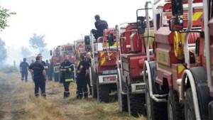 Gironde : pompiers luttant contre l'incendie à Saint-Jean-d'Illac, 25/7/15