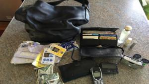 """""""Je rêverais de comprendre pourquoi quelqu'un a gardé mon sac tant d'années"""""""
