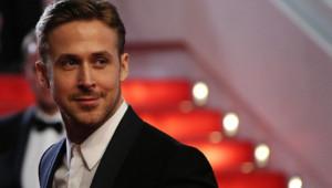 Ryan Gosling sur les marches du palais des festivals à Cannes le 21 mai 2014