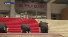 Le tapis rouge du festival de Cannes est chang jusqu&#039; trois fois par jour.