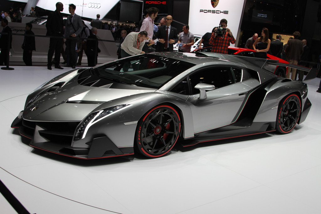news automoto lamborghini veneno un roadster neuf exemplaires mytf1. Black Bedroom Furniture Sets. Home Design Ideas