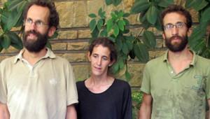 Les trois adultes de la famille Moulin-Fournier (de g. à d. : Tanguy, sa femme Albane et son frère Cyril) après leur libération, 19/4/13