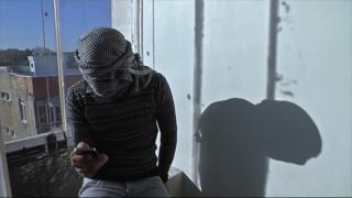 Syrie : il filme les exactions commises par les jihadistes et témoigne au péril de sa vie