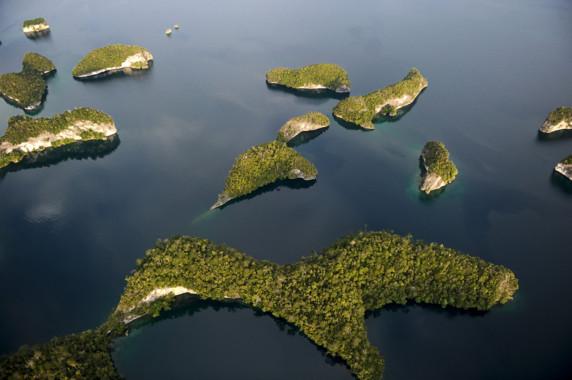 http://s.tf1.fr/mmdia/i/48/8/destination-archipel-de-raja-ampat-en-indonesie-koh-lanta-2011-10517488dfrdt_1879.jpg