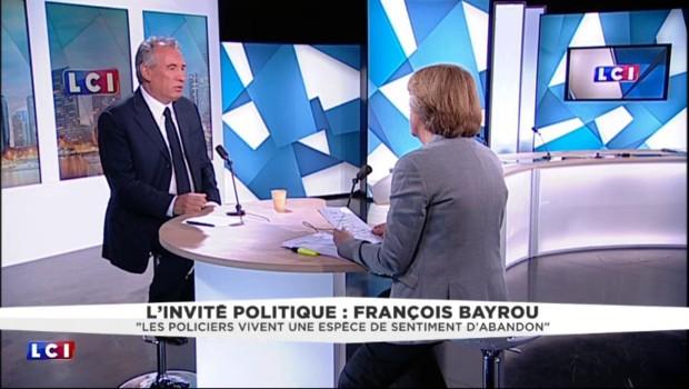"""François Bayrou : """"Les forces de l'ordre vivent une espèce de sentiment d'abandon"""""""