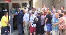 En Grèce, les personnes âgées prennent d'assaut les banques