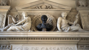 Illustration. Le fronton de la Cour de cassation à Paris