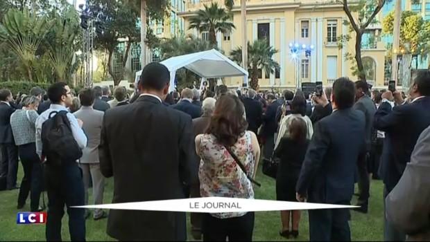 """""""Vos prières sont les bienvenues !"""" : quand François Hollande ironise sur son impopularité"""