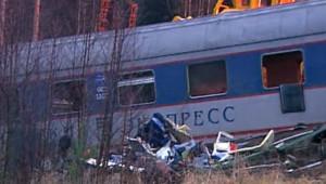 Déraillement du Nevski Express entre Moscou et Saint-Pétersbourg : 1re image de jour (28/11/2009)