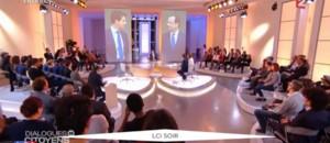 """""""Dialogues citoyens"""" : François Hollande affirme que le port du voile ne sera pas interdit à l'université"""