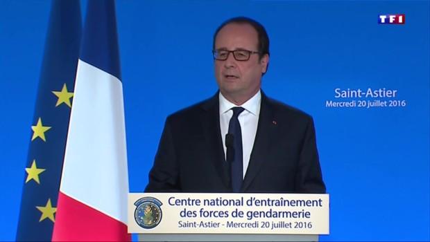 """François Hollande : """"Le risque est de céder sur nos libertés sans rien gagner sur notre sécurité"""""""