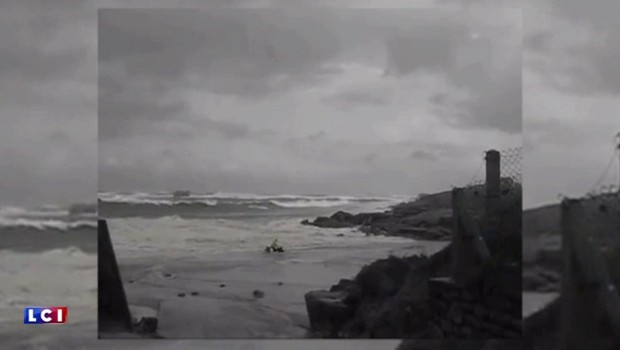 Vents violents : un couple de retraité sauvé par des promeneurs en Bretagne, les images amateur