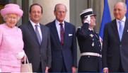 Elizabeth II à l'Elysée avec le prince Philip, François Hollande et Laurent Fabius, le 5 juin 2014.
