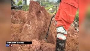 Chine : un premier corps extrait des décombres après le glissement de terrain à Shenzhen
