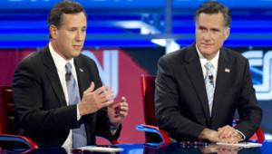 Rick Santorum (à gauche) et Mitt Romney (à droite), le 22 février 2012
