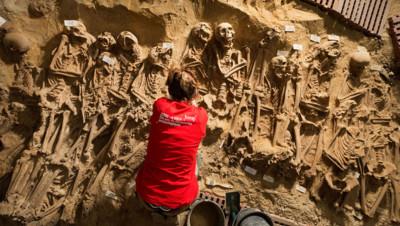 squelettes retrouvés sous un Monoprix à paris