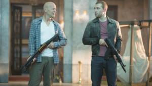 Bruce Willis et Jai Courtney dans le film Die Hard : Belle journée pour mourir de John Moore