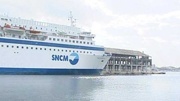 TF1-LCI : Un bateau de la SNCM dans le port de Marseille