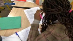 Une élève dans une salle de classe (22/04/2013)