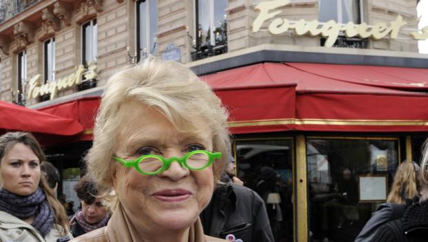 Eva Joly devant le Fouquet's à Paris el 18 avril 2012 Europe Ecologie