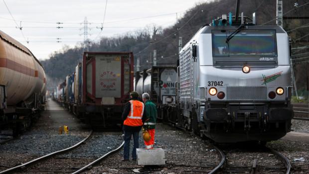 Sncf et rff font circuler le plus long train d'europe / crédits