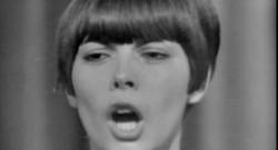 Le 13 heures du 23 octobre 2014 : Mireille Mathieu va f�r ses 50 ans de carri� �'Olympia - 1686.695269775391