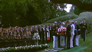Le corps de Ted Kennedy a été inhumé samedi au cimetière national d'Arlington